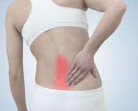 Острая боль в задней части женщины. Женщина от задней держа руки к s Стоковые Изображения RF