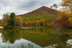 Острая верхняя гора в осени года Стоковая Фотография
