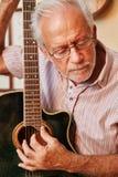 Острая настройка электрической гитары стоковая фотография rf