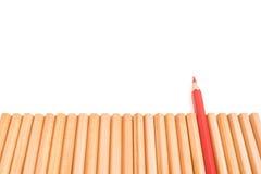 Острая стойка карандаша красного цвета из других карандашей Стоковое Изображение RF