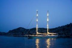 Острова, голубое море и голубой плавать шлюпок путешествия Стоковое Фото