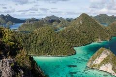 Острова известняка Wayag Стоковые Изображения RF