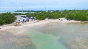 ОСТРОВА КЛЮЧЕЙ, FL - ФЕВРАЛЬ 2016: Вид с воздуха береговой линии с Стоковая Фотография