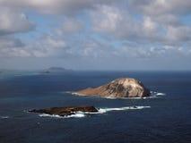 Острова кролика и утеса в заливе Waimanalo Стоковые Изображения RF