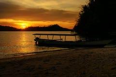 Острова Togean на заходе солнца Индонезия Стоковые Фотографии RF