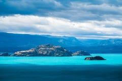 Островки в середине озера Стоковые Изображения