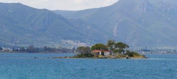 Островок Daskalio на острове Poros Стоковая Фотография