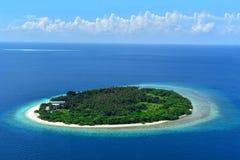 Остров в атолле блеянья, Мальдивах стоковые фотографии rf