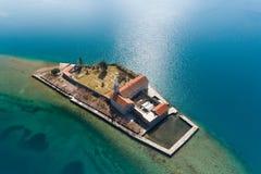 Остров в заливе Gospa od Milosti Tivat стоковое изображение rf