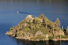 Остров в озере Стоковые Изображения RF