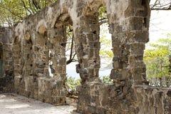 Остров голубя на Сент-Люсия в карибском - военные руины форта стоковое фото