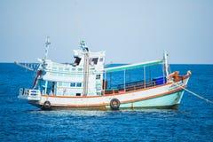 Остров Дао, Таиланд - 12-ое июня 2016: Шлюпки для принимают туристам g Стоковое Фото