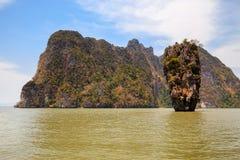Остров Жамес Бонд в море Andaman в Таиланде Стоковое Изображение