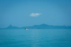 Остров и море в Thsiland Стоковые Изображения