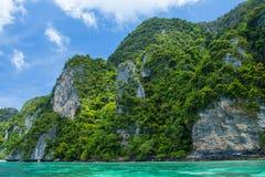 Остров и небо ландшафта моря Стоковые Изображения RF