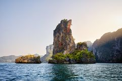 Остров и утес в Таиланде Стоковые Изображения