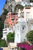 Остров Капри в красивом летнем дне в побережье Средиземного моря, Италии Стоковая Фотография RF