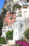 Остров Капри в красивом летнем дне в побережье Средиземного моря, Италии Стоковые Изображения