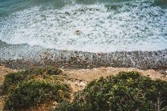 Остров Крит в Греции, виде с воздуха к морю и пляжу Взгляд сверху Цвет воды и красиво яркий baa стоковое фото