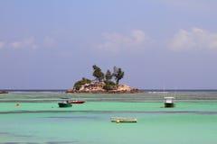 Остров мыши (Ile Souris) Anse королевское, Mahe, Сейшельские островы Стоковые Изображения RF