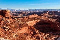 Остров национальныйа парк Canyonlands дороги оправы зоны Whitecrack белый в небе Юте стоковые фото