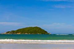 Остров около пляжа Nangram, Таиланда Стоковые Фотографии RF
