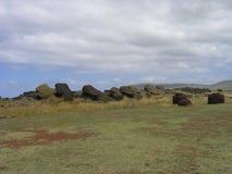 Остров пасхи - упаденные moais Стоковые Фотографии RF