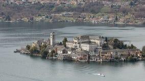 Остров Сан Giulio, озеро Orta, Италия сток-видео