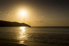 Остров сновидений. Пляж захода солнца. Стоковое фото RF