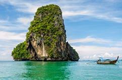Остров с шлюпкой Стоковое Фото