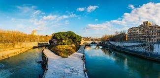 Остров Тибра только остров в реке Тибра стоковое изображение rf