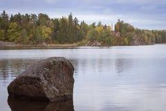 Остров умерших и часовня Ludwigstein в Monrepos Стоковое Изображение