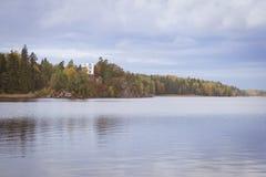 Остров умерших и часовня Ludwigstein в Monrepos Стоковое Изображение RF