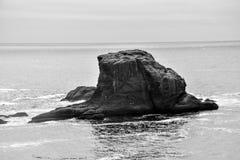 Остров утеса с заискивания накидки стоковая фотография