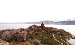 Остров Akdamar и церковь Akdamar стоковая фотография rf