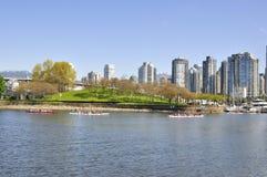 Остров Granville с городским Ванкувером на заднем плане Стоковая Фотография RF