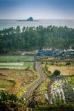Остров Jeju, КОРЕЯ - 12-ое ноября: Турист посетил Sanbanggul Стоковые Фото