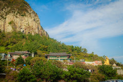Остров Jeju, КОРЕЯ - 12-ое ноября: Турист посетил Sanbanggul Стоковое Изображение