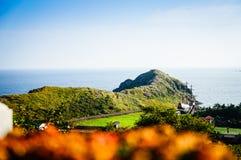 Остров Jeju, КОРЕЯ - 12-ое ноября: Турист посетил Sanbanggul Стоковое фото RF