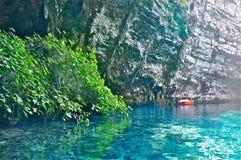 Остров Kefalonia, озеро Melissani подземное стоковые изображения