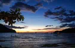 Остров kood Koh, trat, заход солнца пляжа Таиланда, порт, мост, шлюпка Стоковая Фотография RF