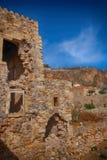 Остров Monemvasia в Пелопоннесе, Греции и туристическом судне Стоковые Изображения