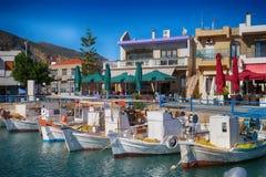 Остров Monemvasia в Пелопоннесе, Греции и туристическом судне Стоковое Фото