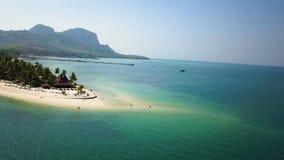 Остров Mook Koh вида с воздуха, Таиланд сток-видео