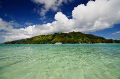 Остров Moorea тропический с водой бирюзы стоковая фотография rf