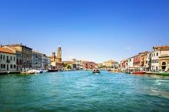Остров Murano стеклянные делая, канал воды и здания Венеция, I стоковая фотография