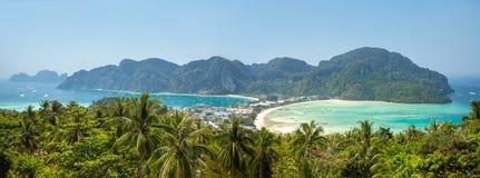 Остров Phi-Phi, провинция Krabi, Таиланд. Панорама Стоковые Изображения