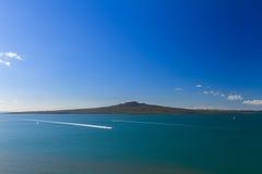 Остров Rangitoto и залив Hauraki от Devonport, Окленда, Новой Зеландии Стоковые Изображения RF