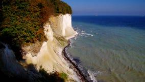 Остров Ruegen, скалы мела в осени видеоматериал