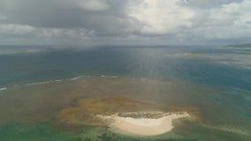 Остров Sandy в море philippines видеоматериал